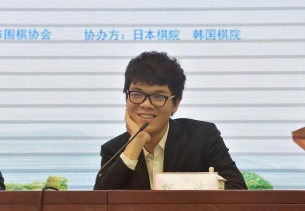"""网龙设擂""""人机大战"""" 柯洁约战AI对手"""