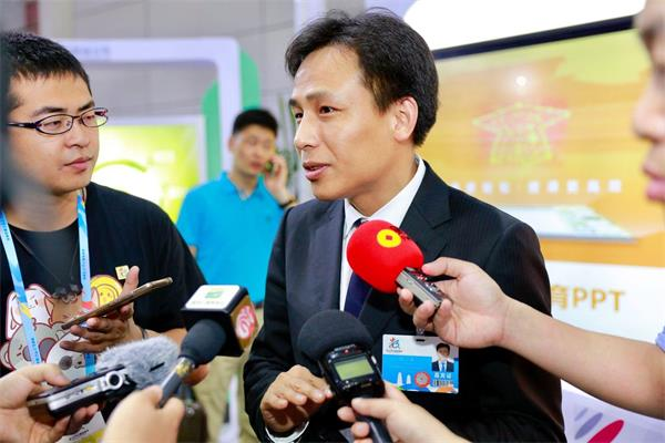 大丰收手机版登录CEO熊立接受媒体采访