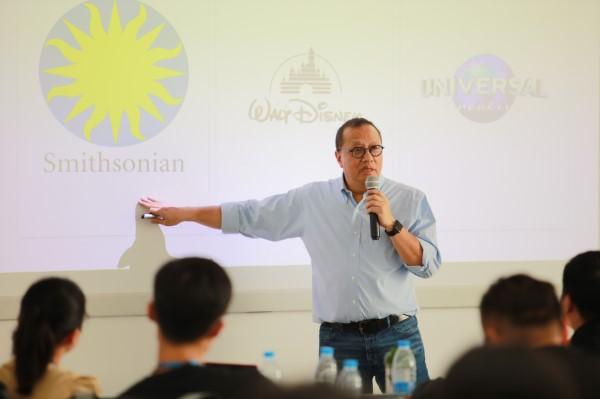 网龙副董事长、华渔董事长梁念坚博士围绕《How to build a Global Company》的主题进行发言