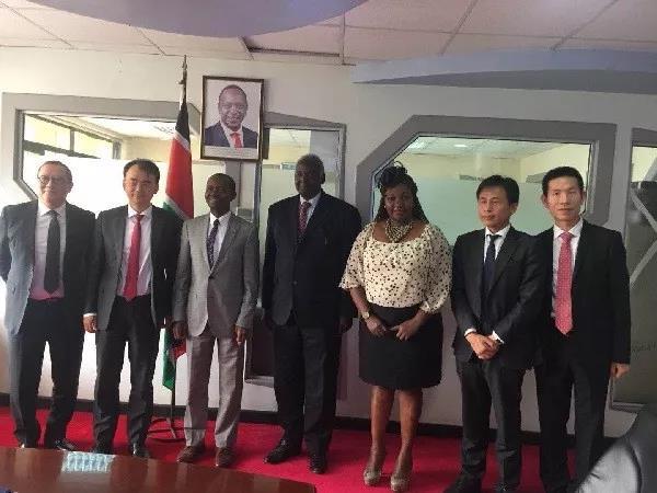 肯尼亚内阁信息通信部部长乔・穆彻会见网龙创始人兼董事会主席刘德建率领的网龙访问团