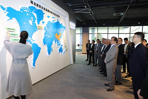 沙捞越州政府官方访问团考察了解网龙全球教育业务布局进展