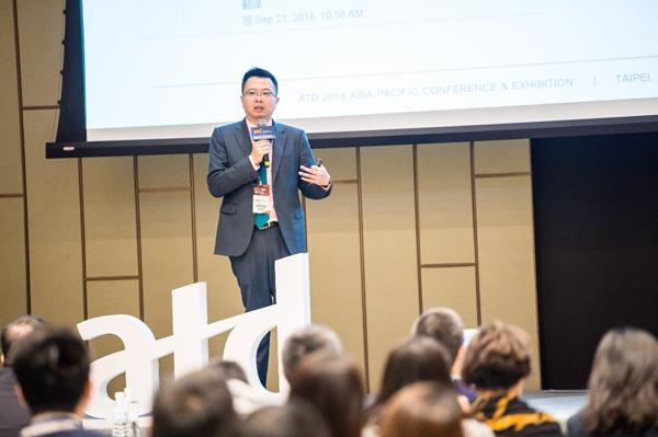 网龙网络公司副总裁陈长杰发表主题演讲