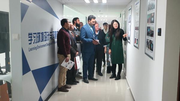 项目学员参观北师大智慧学习研究院