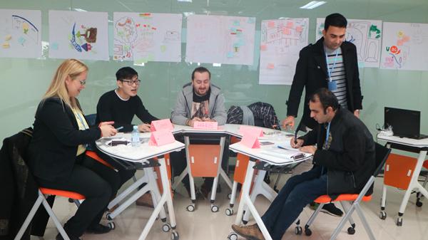 学员通过小组协作学习了解《设计方法论》