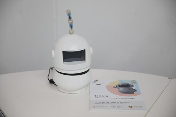 """Teamo机器人亮相""""设计与学习""""学生作品展"""