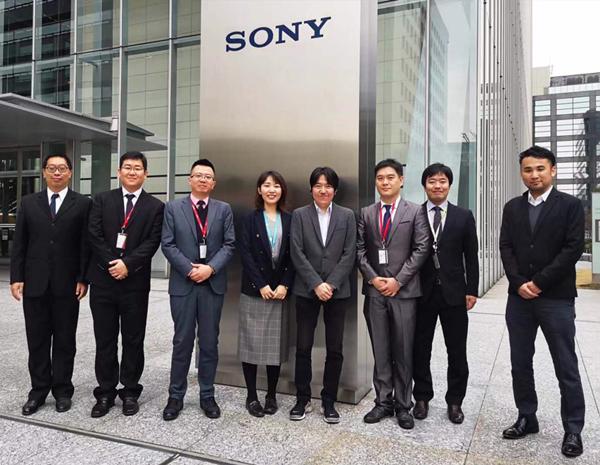 签约仪式在日本东京索尼总部顺利举行,双方公司代表合影留念