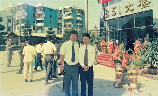 青年时期的刘德建(右)与郑辉(现为网龙党委书记、福建网龙董事长)