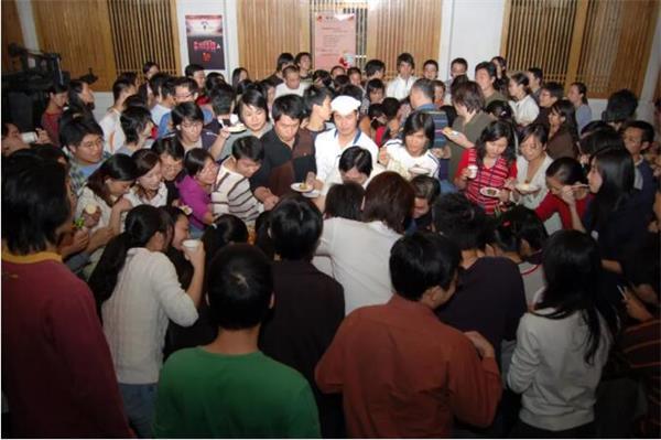 2006年感恩节,大丰收手机版登录同学庆祝《魔域》数据新高