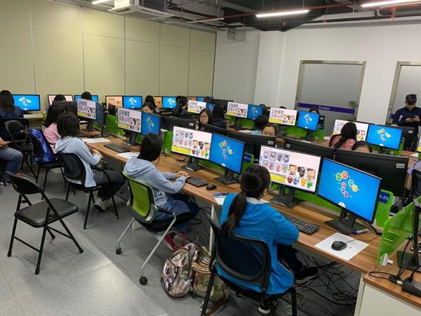 2019大丰收手机版登录VR/AR学习体验营迎来香港圣保禄学校师生一行