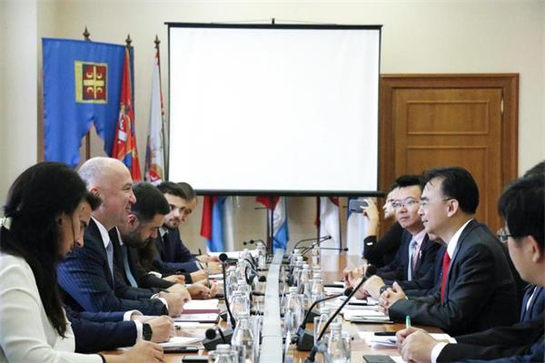 塞尔维亚负责科技和创新的不管部部长奈纳德·波波维奇与刘德建一行举行会谈