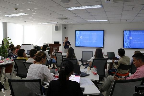 北师大智慧学习研究院联席院长黄荣怀教授为项目作总结发言