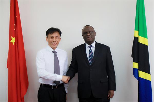 坦桑尼亚驻华大使姆贝尔瓦·凯鲁基会见esball世博首席实行官熊立