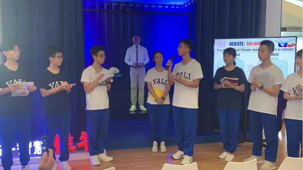 """中国联通融合esball世博全息投影技术打造的""""5G+全息远程互动课堂""""展示现场"""