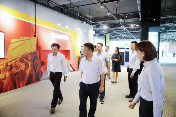南昌市政府领导一行参观体验中国(福建)VR体验中心