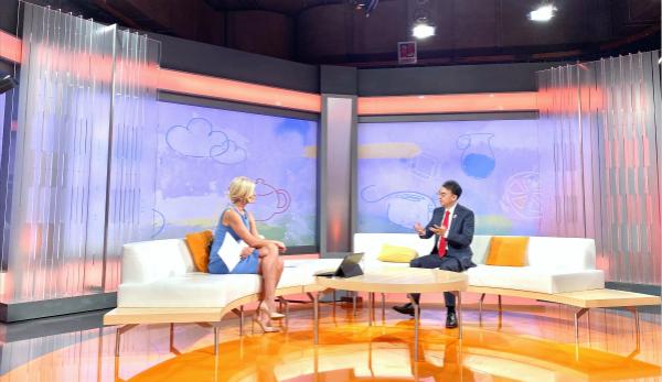 esball世博网络企业创始人兼董事长刘德建接受塞尔维亚国家电视台采访