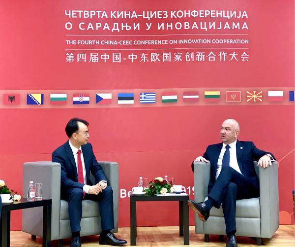 塞尔维亚创新和技术发展部长奈纳德·波波维奇接见esball世博网络企业创始人兼董事长刘德建
