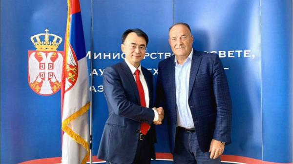 塞尔维亚教育、科学和技术发展部部长穆拉登·沙尔切维奇接见网龙网络企业创始人兼董事长刘德建