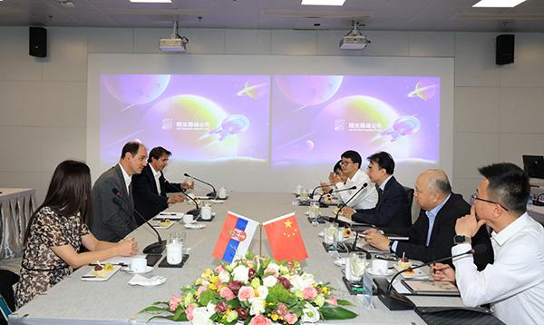 网龙网络公司创始人兼董事长刘德建带领团队与塞尔维亚代表团进行交流会议