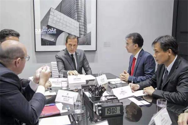 网龙网络公司创始人兼董事长刘德建一行与圣保罗州州长若昂·多利亚会面